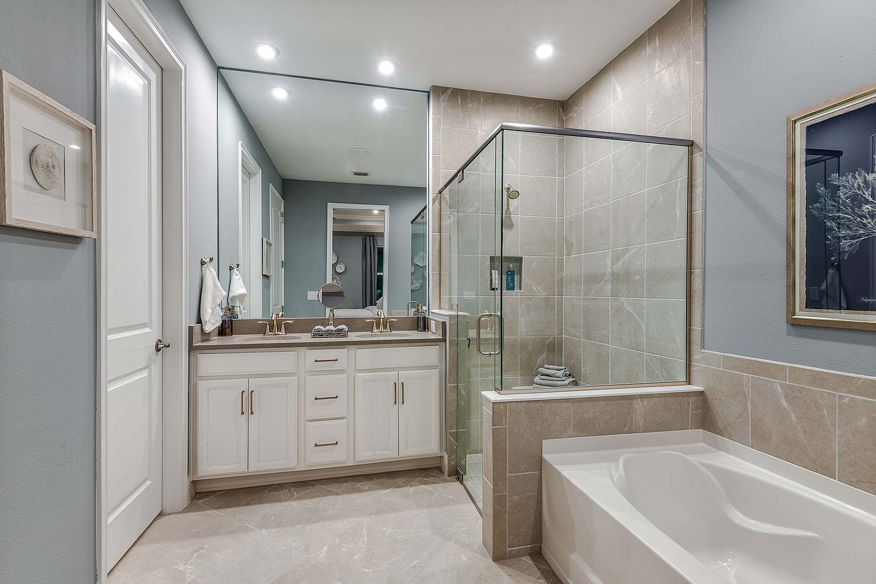 Oceana Plan Bathroom_Master Bath at Bonavie Cove in Fort Myers Florida by Mattamy Homes