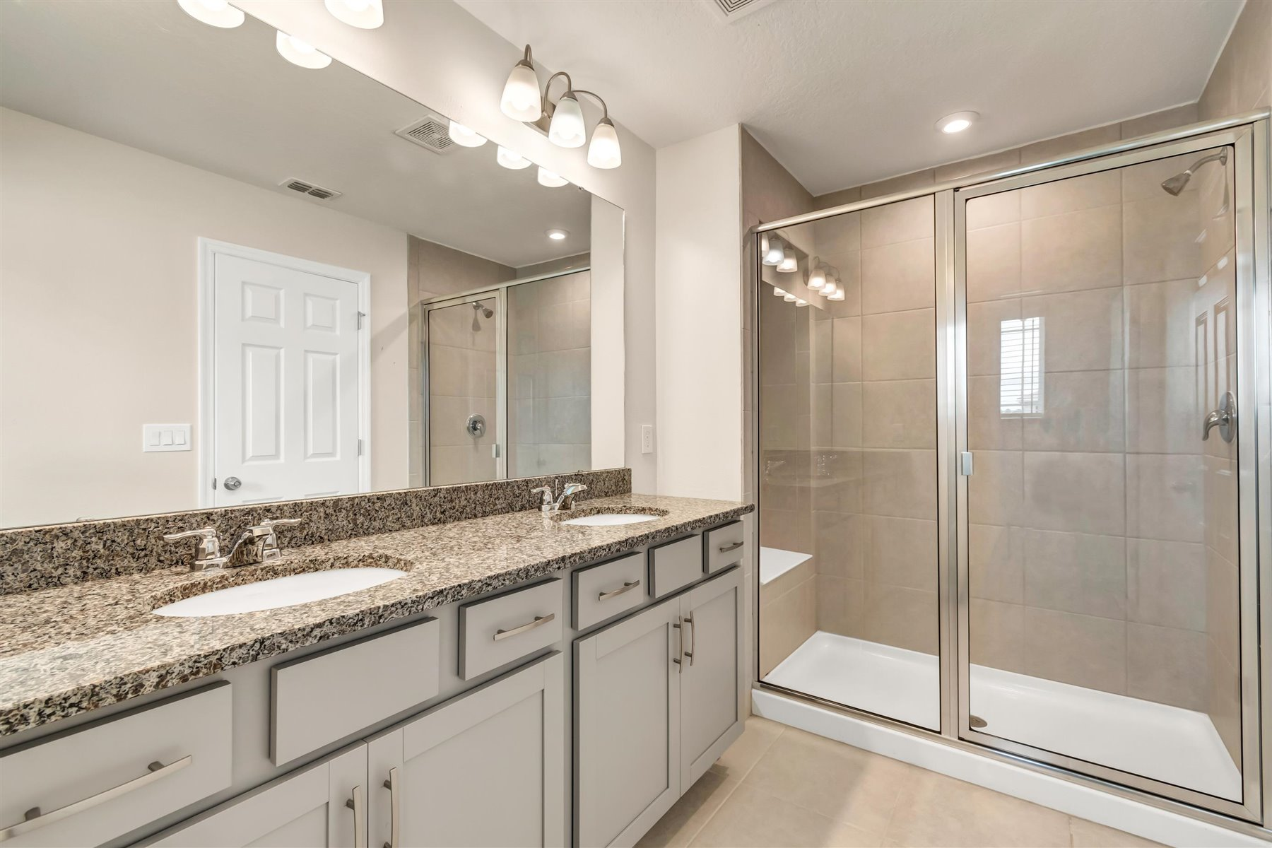 Minneola Plan Bathroom_Master Bath at Legado in Windermere Florida by Mattamy Homes
