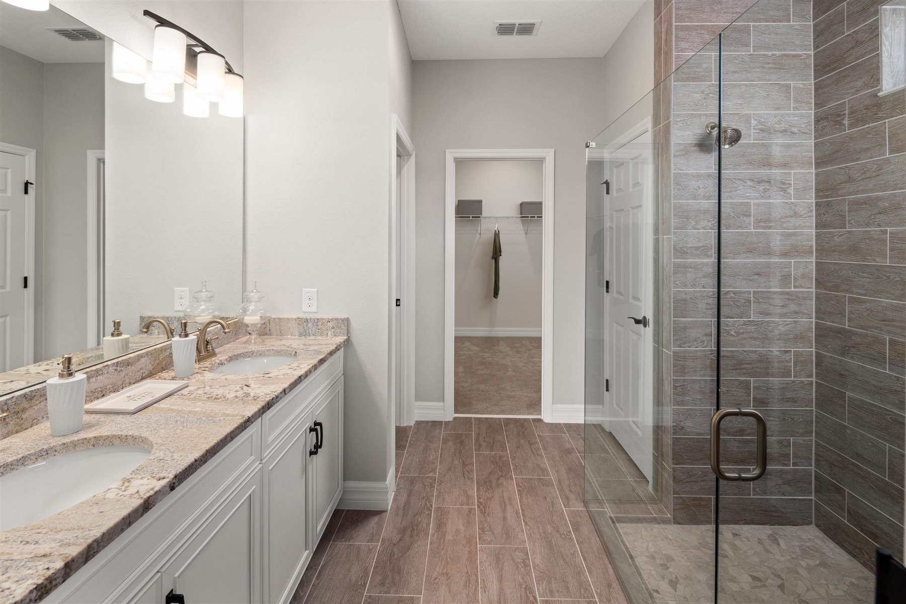 Crescent Plan Bath at Waterbrooke in Clermont Florida by Mattamy Homes