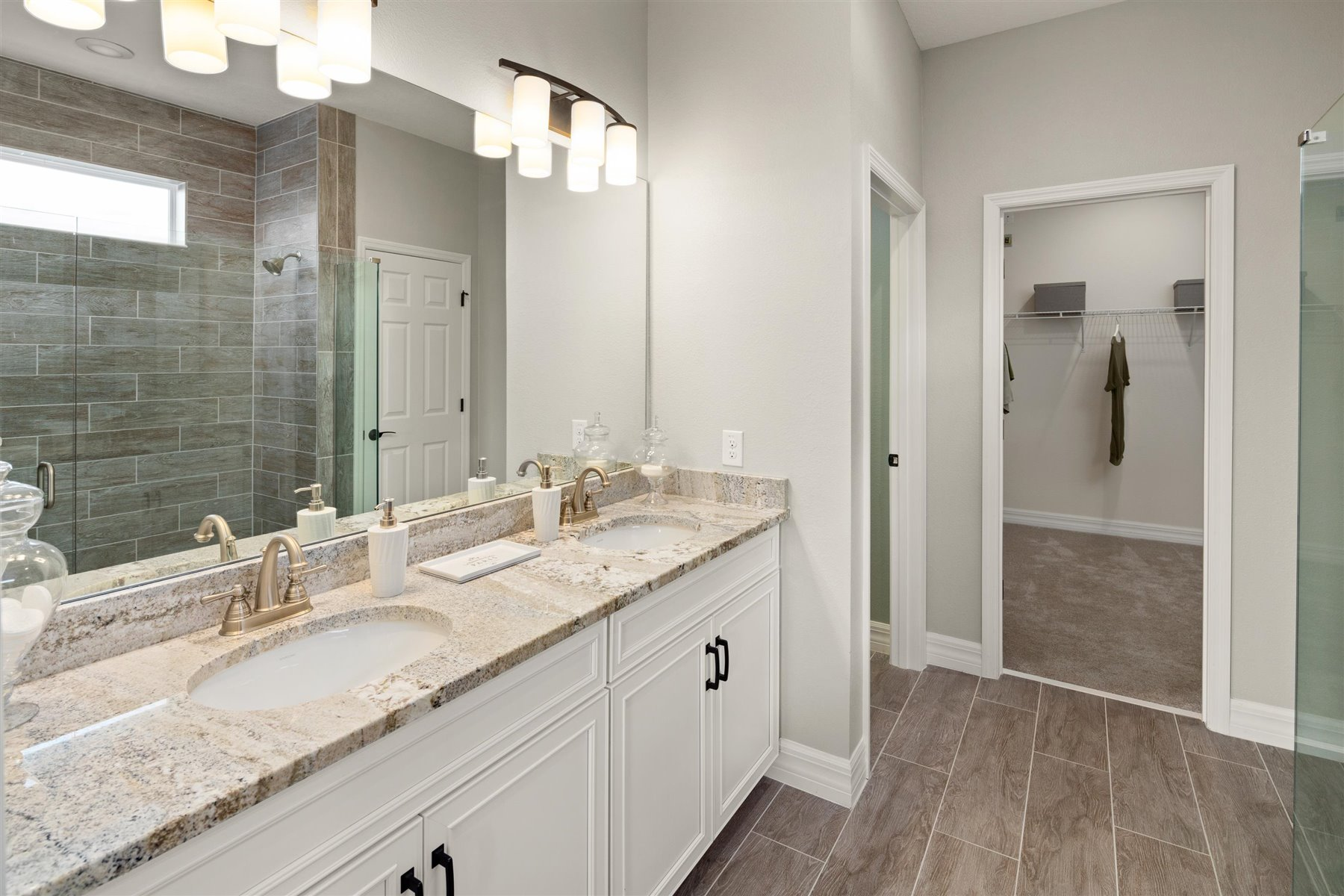 Crescent Plan Bathroom_Master Bath at Waterbrooke in Clermont Florida by Mattamy Homes