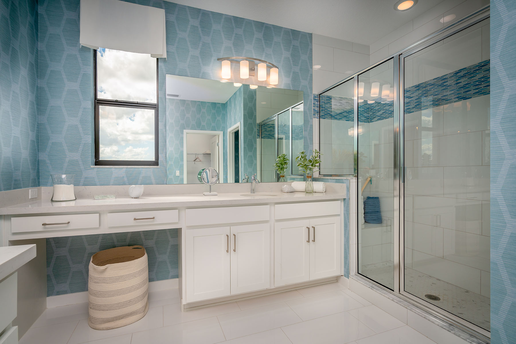 Sunbrooke Plan Bathroom_Master Bath at Saddlewood in Lake Worth Florida by Mattamy Homes