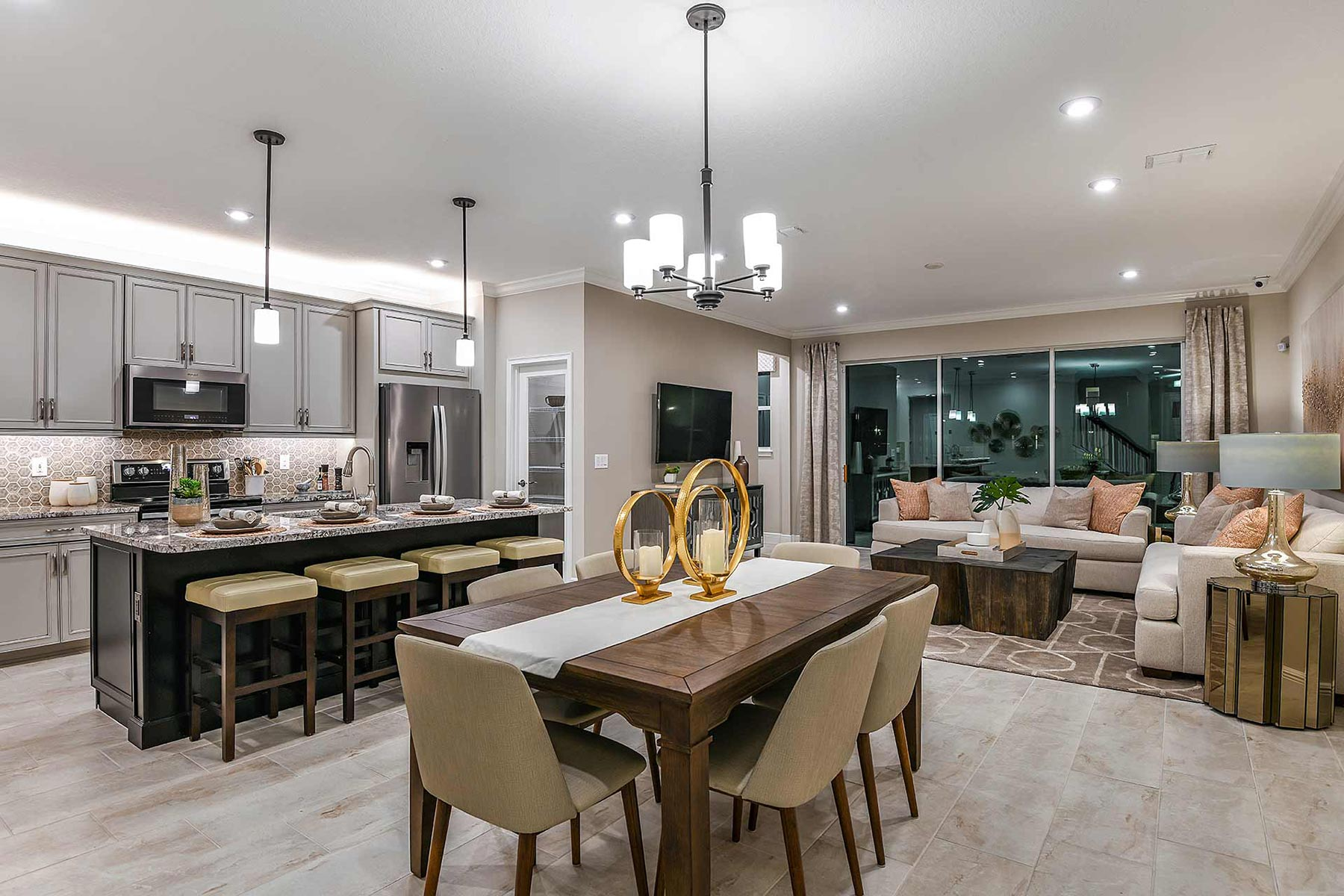 Avea Pointe Dining in Lutz Florida by Mattamy Homes