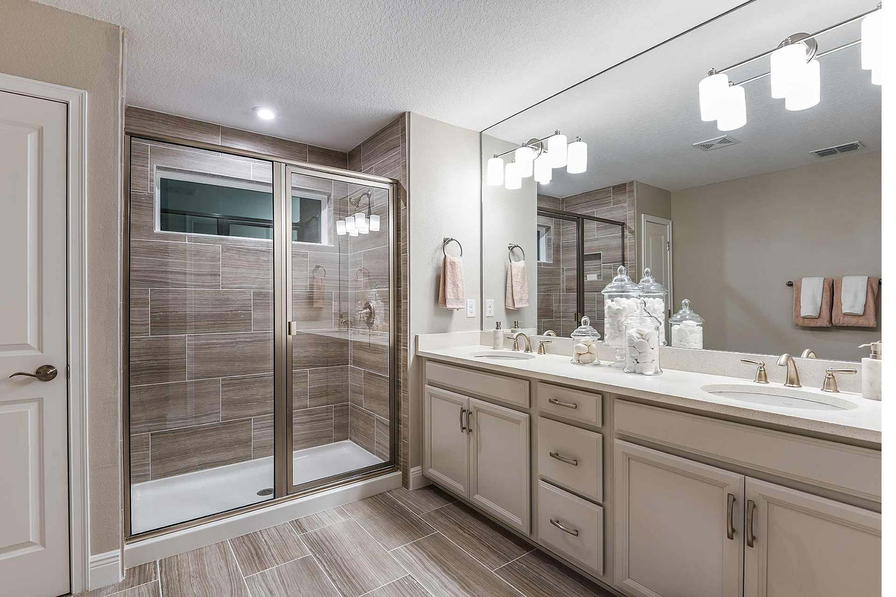 Sebring Plan Bathroom_Master Bath at Avea Pointe in Lutz Florida by Mattamy Homes
